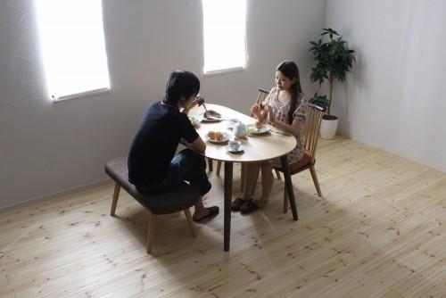 新婚家庭の食事シーン 1000×667PX フリー素材