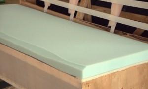 密度23kg/m3のウレタンを座面に張り込み